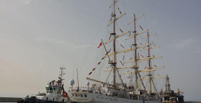 El buque escuela polaco Dar Mlodziezy hace escala en Santa Cruz en viaje conmemorativo de la recuperación de la independencia