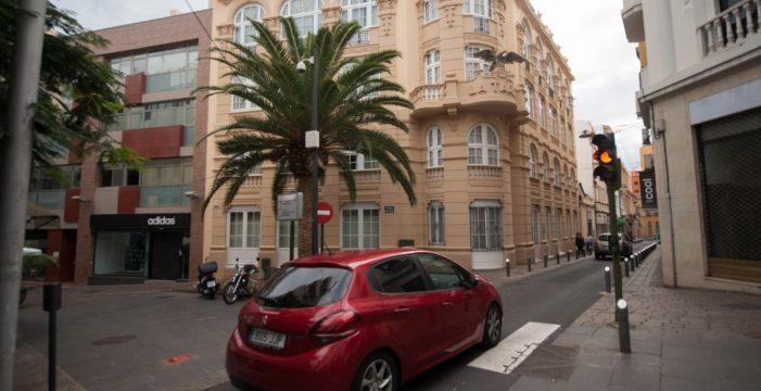 La nueva norma de tráfico abre la puerta a cobrar por aparcar en las calles de la capital