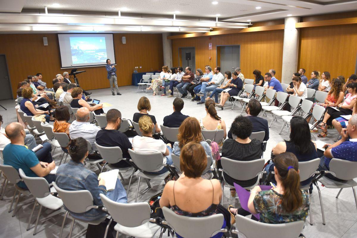 Imagen del foro celebrado ayer en el Recinto Ferial de Tenerife. Sergio Méndez
