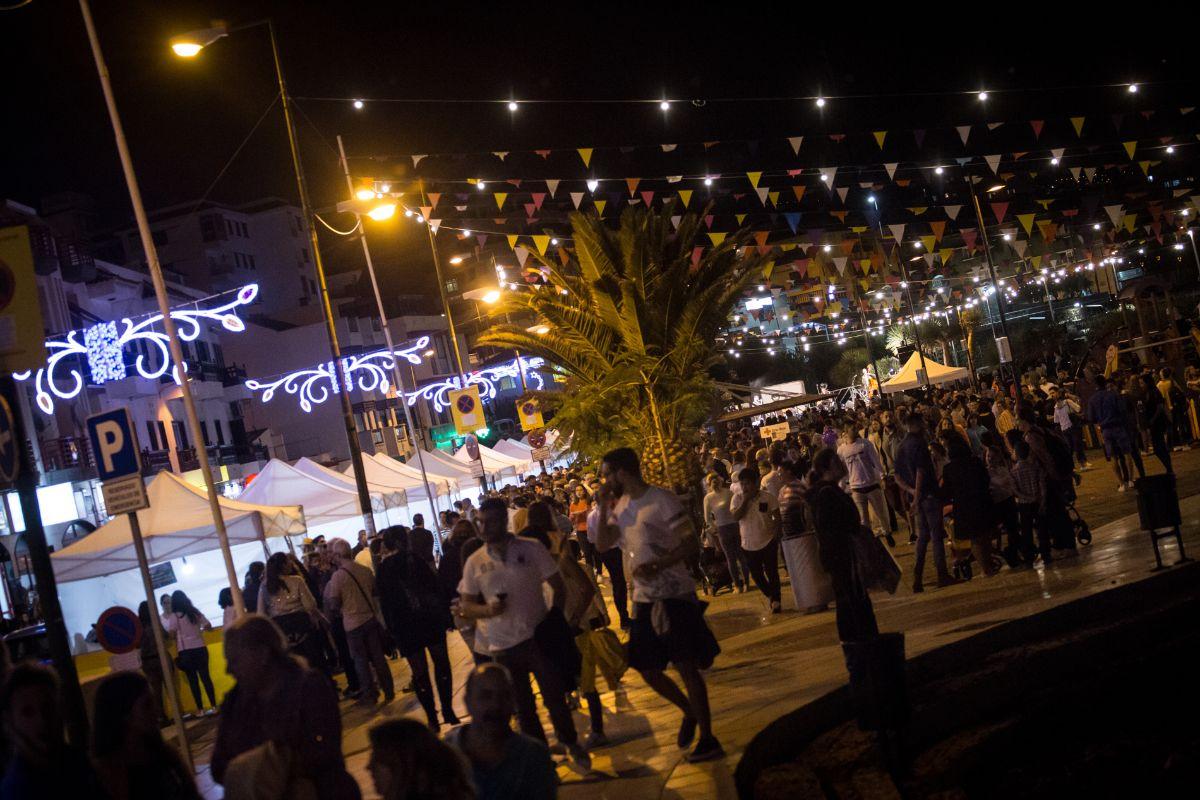 La Feria de Tapas y Vinos se trasladó el año pasado con gran éxito a la plaza de Los Pescadores. DA