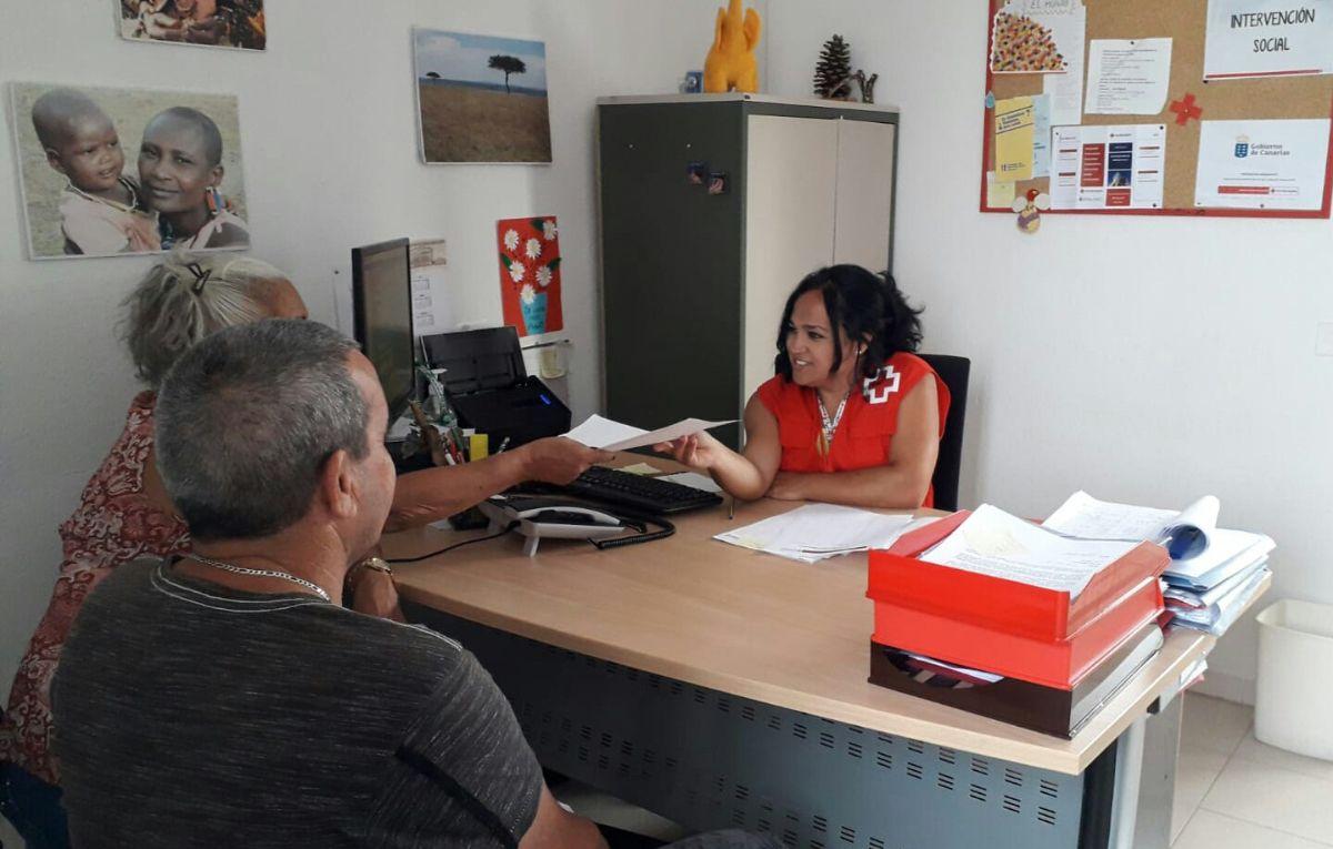 Ante el fuerte incremento de la demanda, Cruz Roja ha habilitado una lista de espera para asesoramiento jurídico. DA