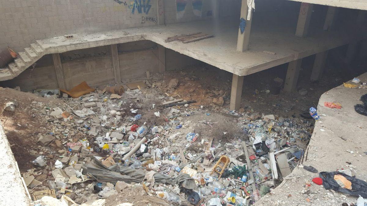 Edificio abandonado en la calle Roque de Jama, en Los Cristianos. DA