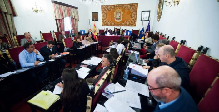 La oposición acorrala al alcalde de La Laguna por los asesores