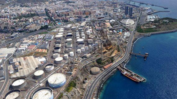 Enfado en el PP por la salida en tromba de CC para 'vender' el proyecto de la Refinería