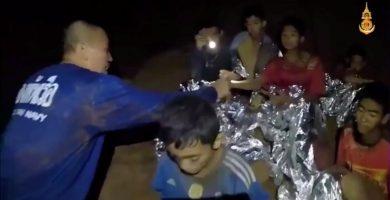 Todos a salvo: finaliza con éxito el rescate de los 12 niños y el entrenador en la cueva de Tailandia