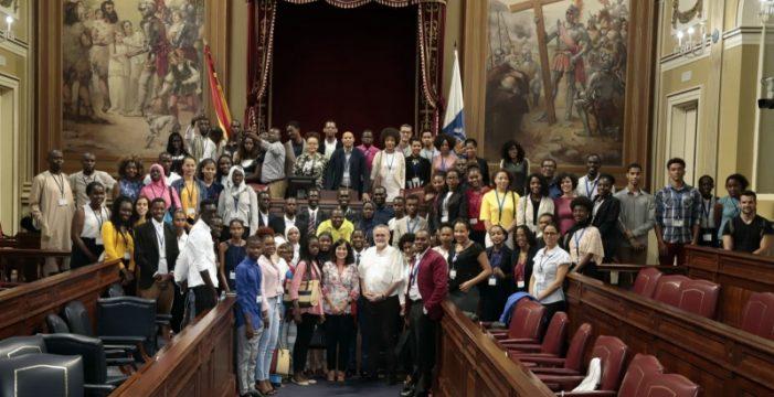 El Parlamento de Canarias pone de relieve el papel de las regiones macaronésicas y su futuro común