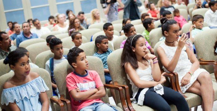 El Parlamento de Canarias abre sus puertas a los niños y niñas saharauis