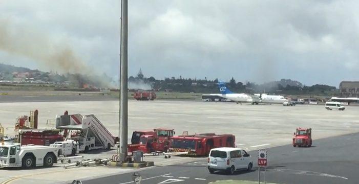 Bomberos de Aena sofocan un conato junto al aeropuerto de Los Rodeos