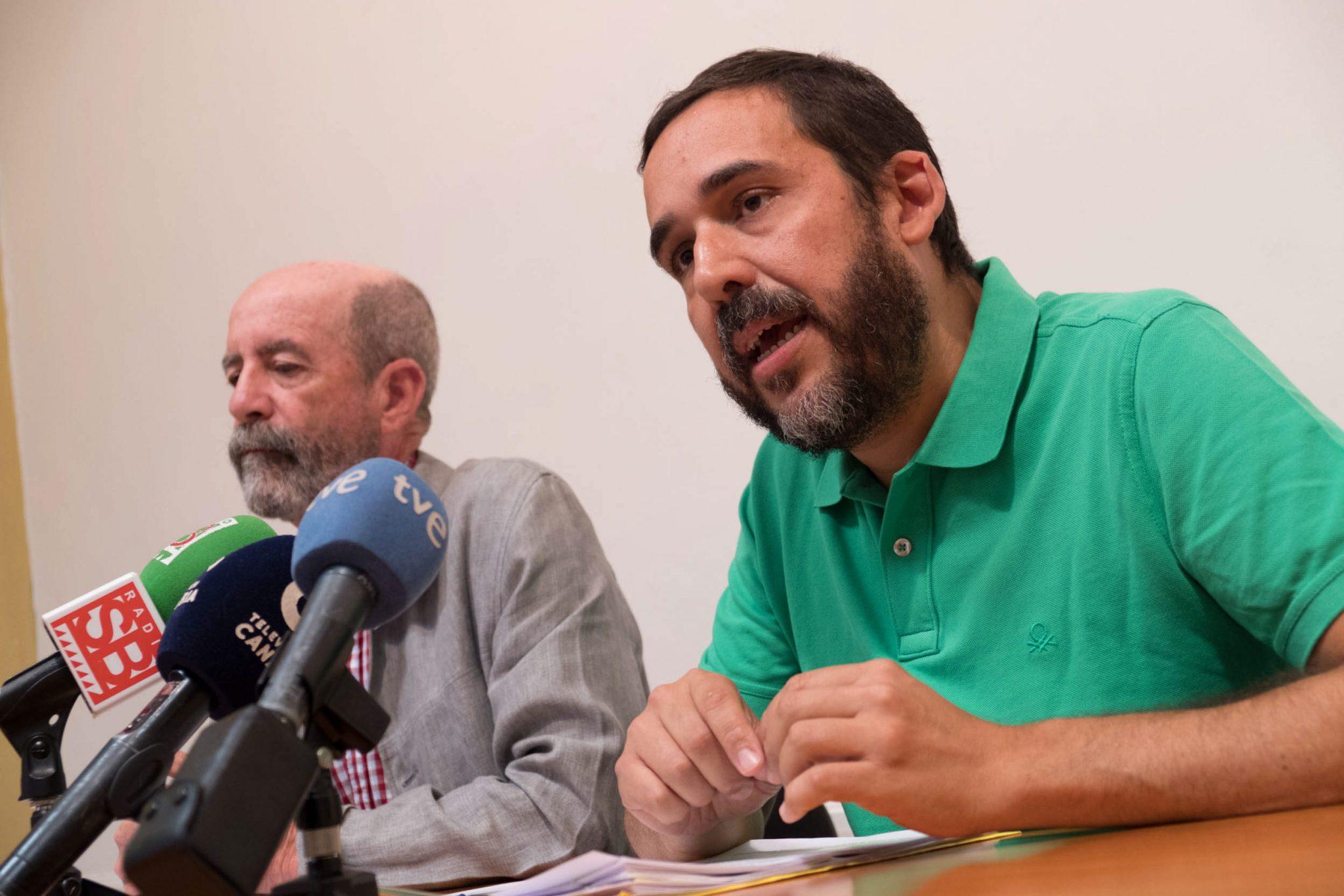 Santiago Pérez y RUbens Ascanio, durante la rueda prensa en La Laguna. / FRAN PALLERO