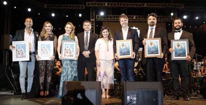 La Banda Las Candelas recibe la medalla de oro 'a orillas del mar'