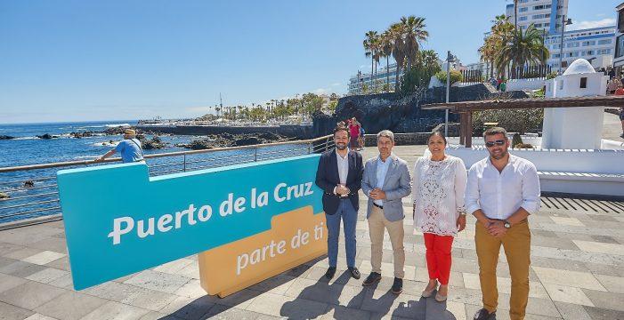 Puerto de la Cruz ya luce su nueva marca ciudad en siete puntos emblemáticos