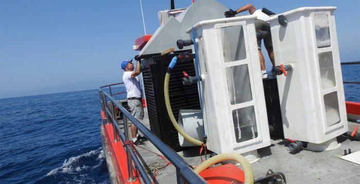 El barco especial para el control de microalgas será sometido a ajustes tras su estreno la semana pasada