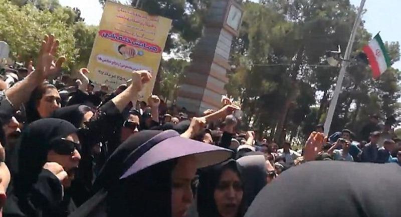 Protestas en Irán contra el régimen de los ayatolás. / DAILY MAIL