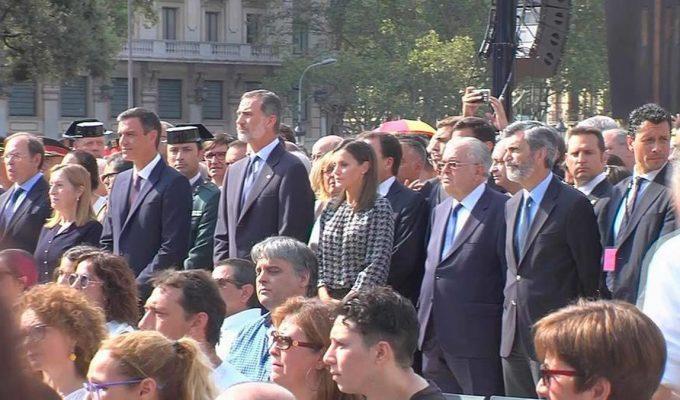 """Gritos de """"¡Viva el Rey!"""" a la llegada de Felipe VI a la plaza Cataluña"""