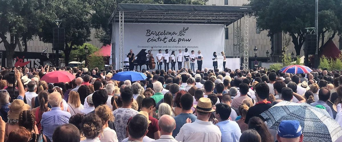 Homenaje a las víctimas de los atentados en Cataluña, con polémica