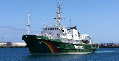 Barco Esperanza de Greenpeace, a su llegada a Tenerife.   Foto: Sergio Méndez