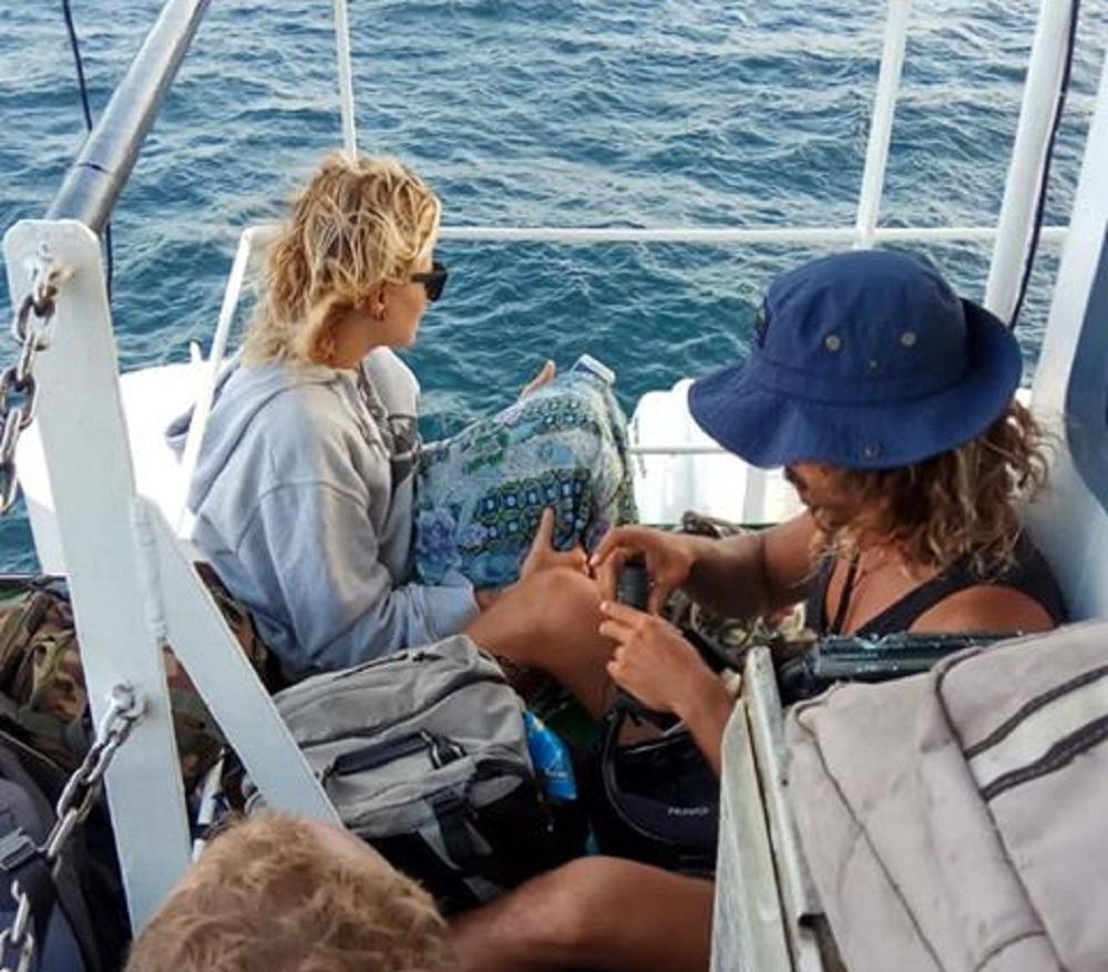 A bordo del ferry con el que pudieron llegar este jueves a Bali. | DA