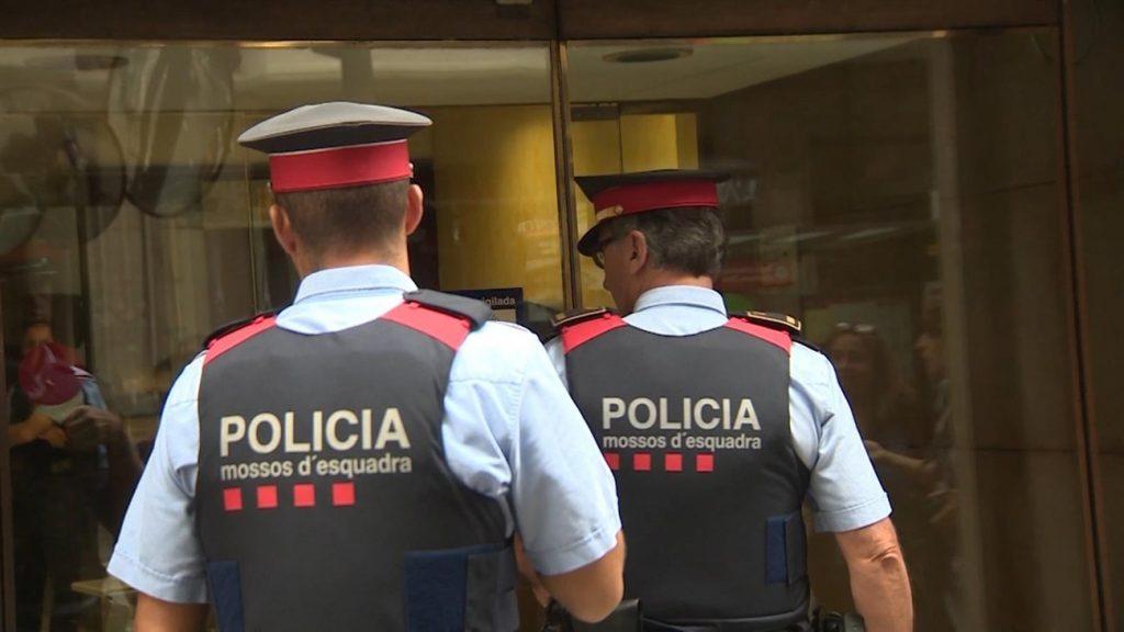 El presunto autor de los hechos, un hombre de 68 años, ha sido detenido por los Mossos d'Esquadra en su domicilio de Sant Andreu, Barcelona. | EP
