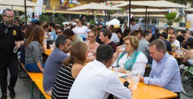 Unas 12.000 personas pasaron por la plaza de Europa para disfrutar del Oktoberfest en los dos últimos años. DA