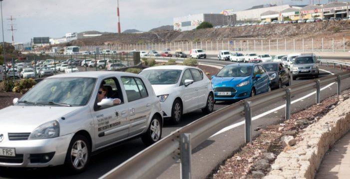 Una rotonda y una vía alternativa aliviarán el tráfico de Las Chafiras