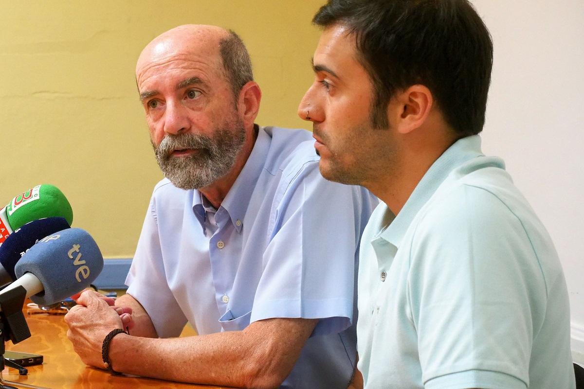 Imagen de la rueda de prensa del concejal de XTF-NC, Santiago Pérez y el edil de Unid@s, José Marrero