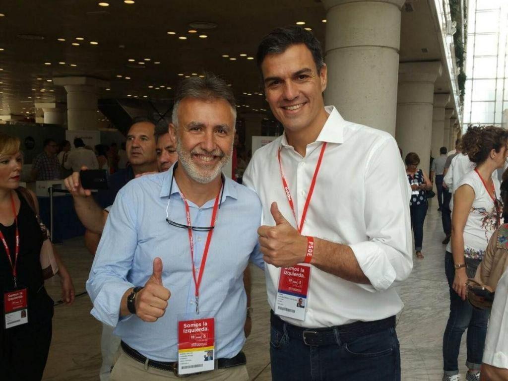 Ángel Víctor Torres junto al presidente del Gobierno, Pedro Sánchez. DA