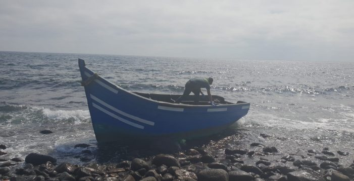 Llega una nueva patera a Lanzarote con doce personas, la sexta del fin de semana en Canarias