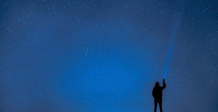Y San Lorenzo lloró a rabiar; Lluvia de estrellas y de deseos en los cielos de Canarias
