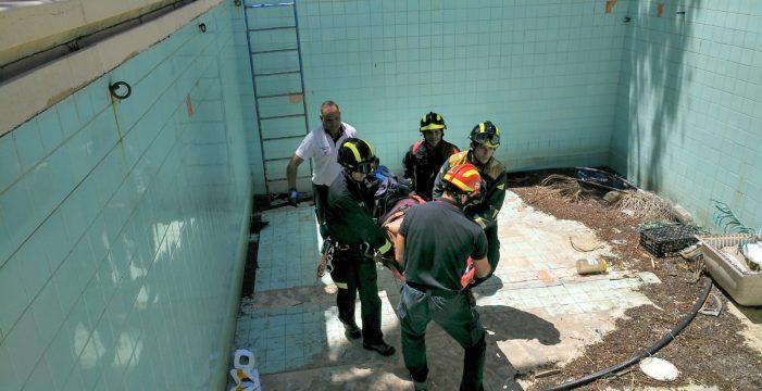 Rescatado por los bomberos tras caerse a una piscina vacía en Tenerife