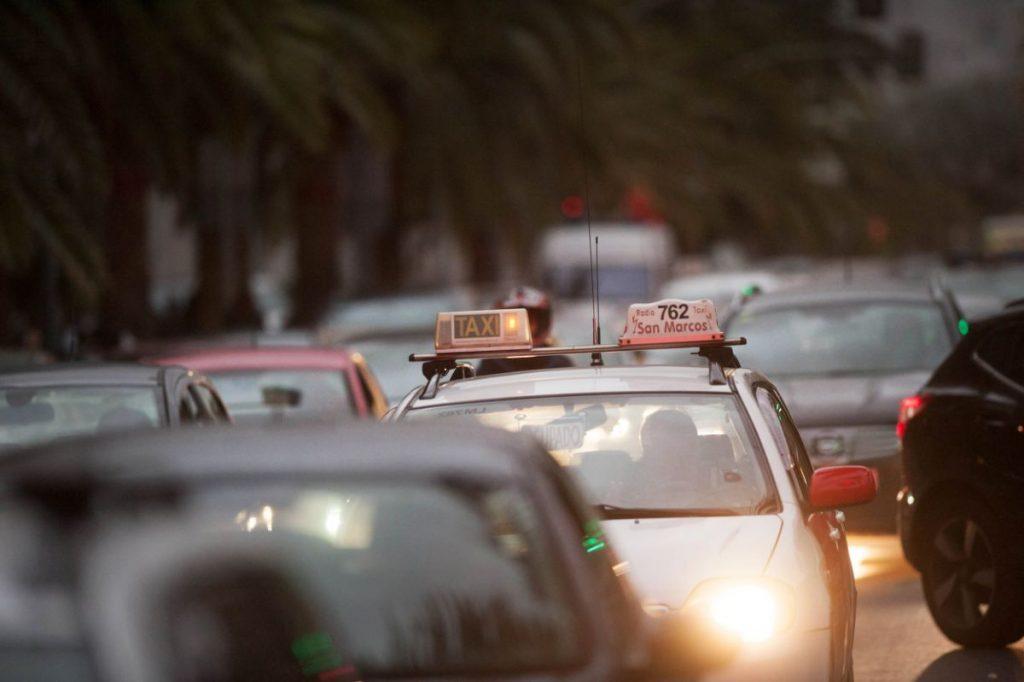 La intención es que los taxistas se conviertan en un agente turístico más de la ciudad. F. Pallero