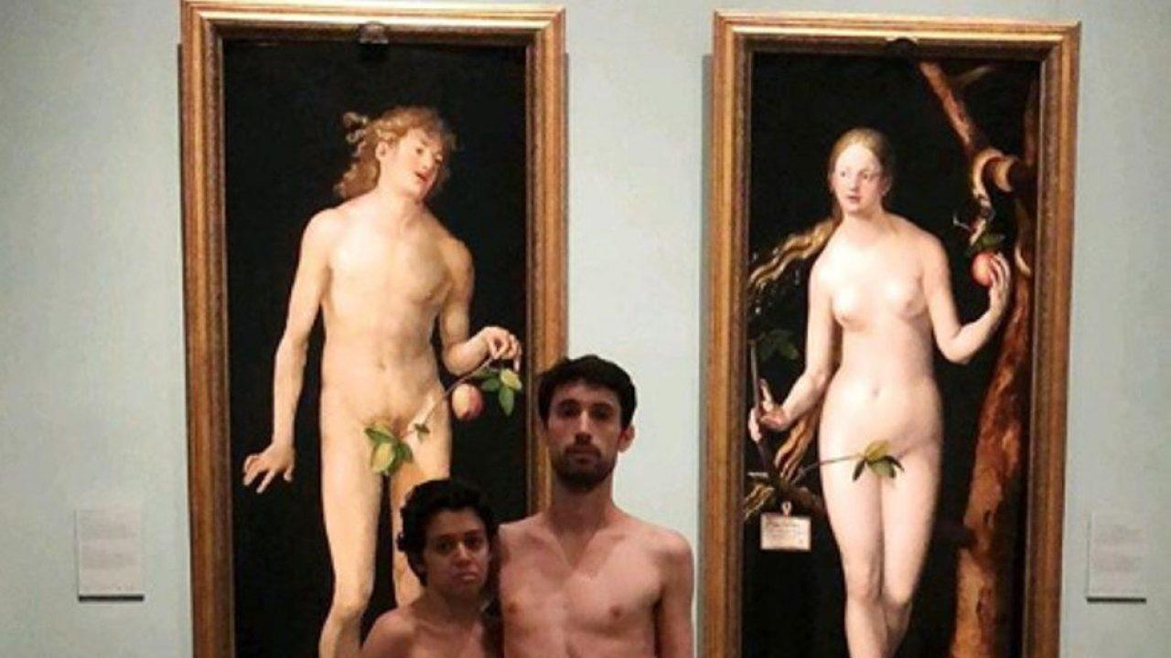 Exhibicionismo En El Prado Una Pareja Se Desnuda Delante De Adán Y Eva
