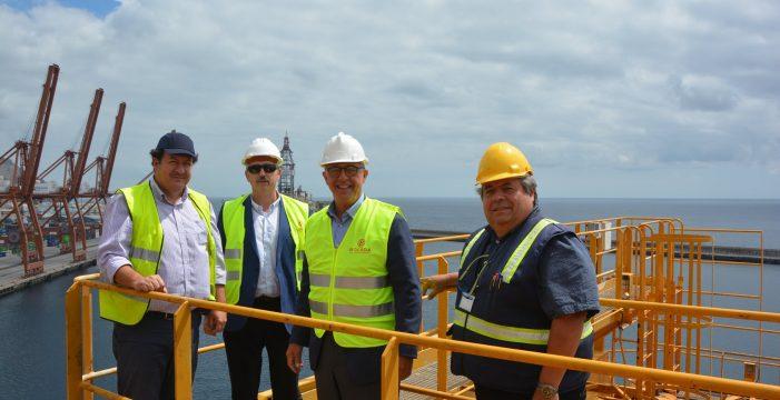 Pedro Suárez visita las empresas que conforman la autoridad portuaria