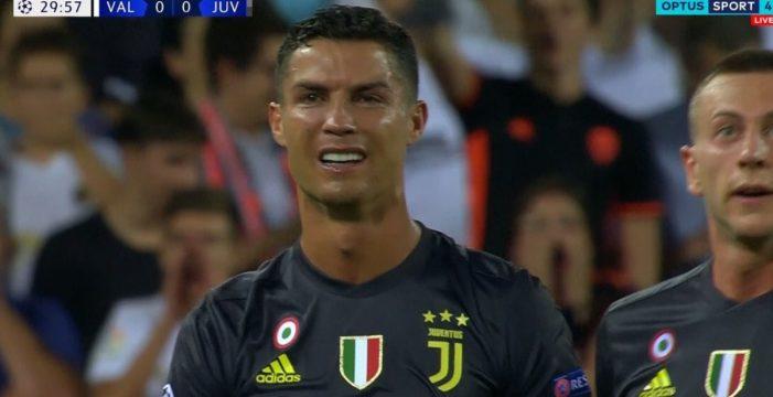 Cristiano se estrena en Champions con una tarjeta roja y se va llorando