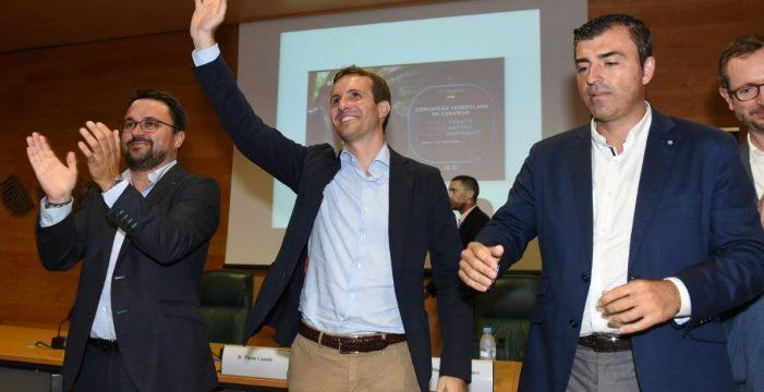 Casado pide en Canarias que Sánchez explique lo de su tesis en el Parlamento