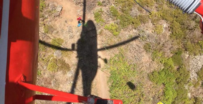 Rescatan en helicóptero a un senderista herido en Tegueste