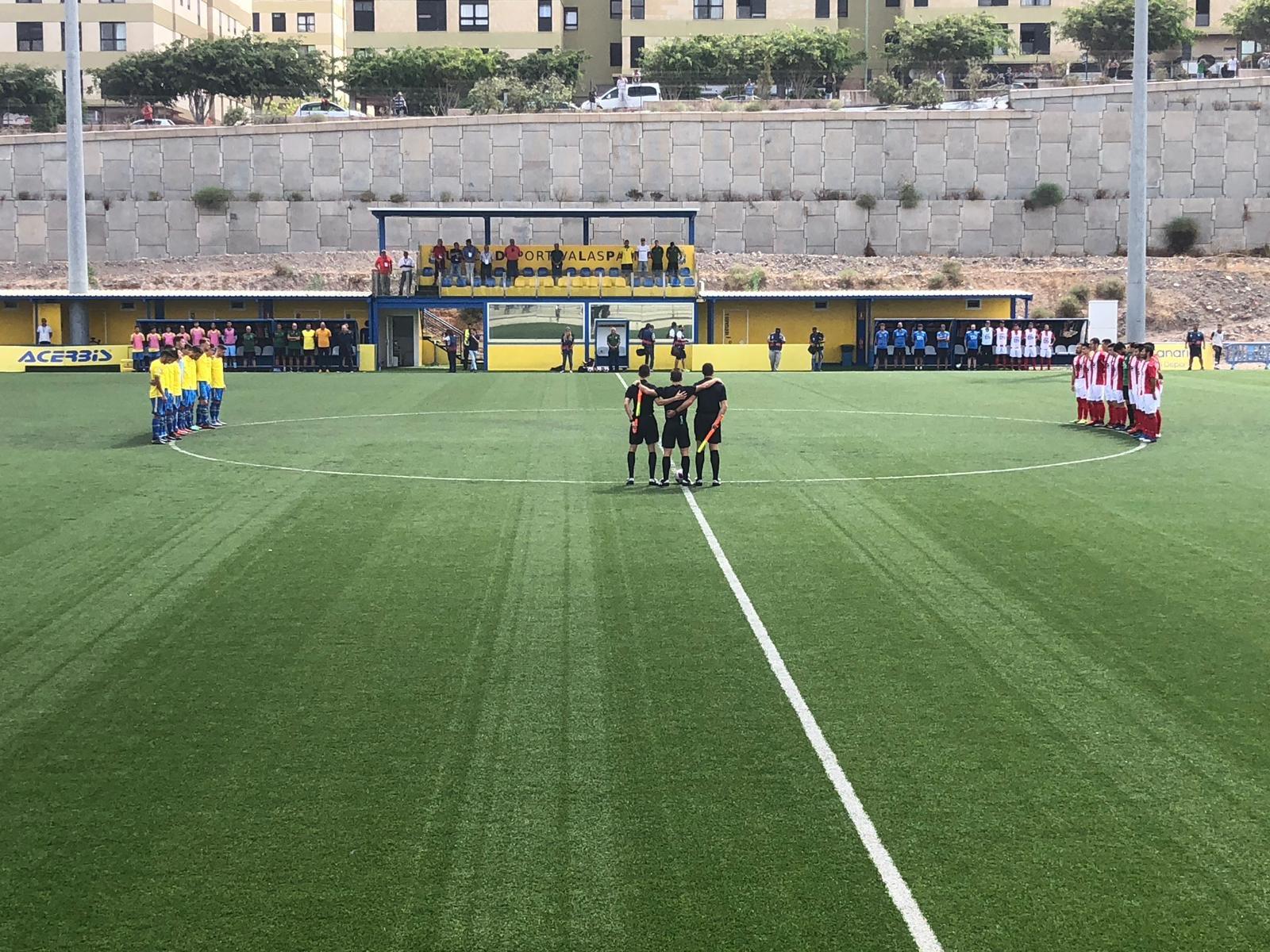 Minuto de silencio en recuerdo de Pedro Pérez, futbolista de Las Zocas fallecido este domingo en la TF-1. / TODO GOLES (RTVC)