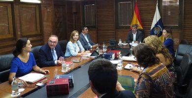 Canarias rechaza el primer borrador para saldar la deuda en carreteras