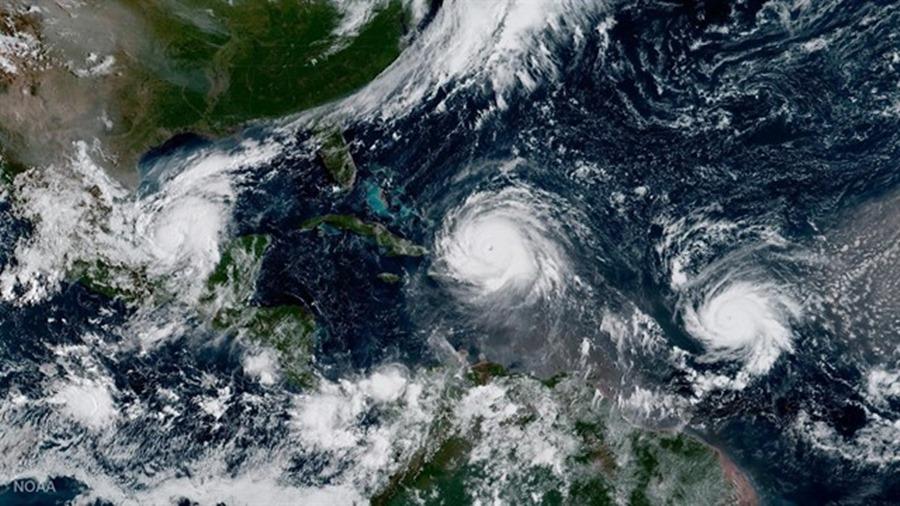 Los huracanes y la tormenta tropical, en su deriva por el Atlántico. / EP