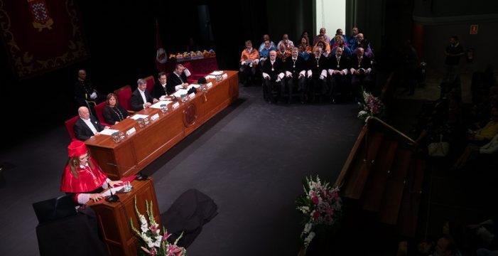 Martinón se despide exigiendo más voz pública para las universidades