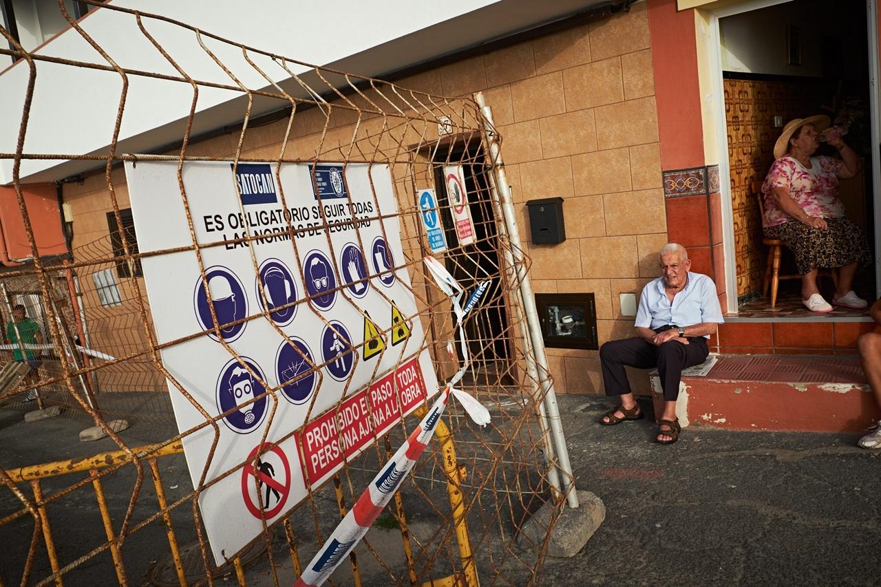 Desalojo en Puerto de la Cruz. / FRAN PALLERO