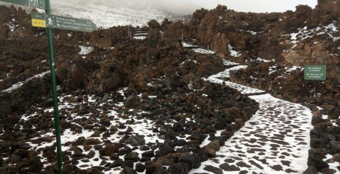 Espectacular granizada en la punta del Teide
