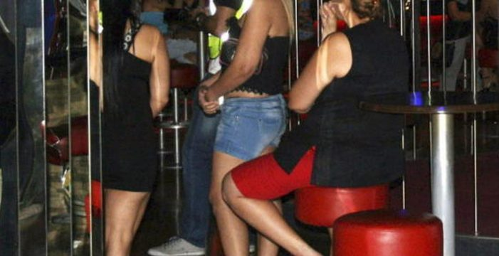 La prostitución en el Sur se reduce en las calles y crece en los clubes