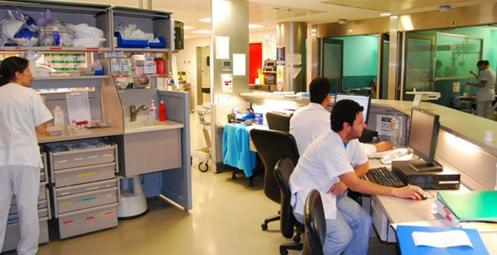 Ocho pacientes en la UVI del HUC se infectaron desde marzo con la bacteria multirresistente