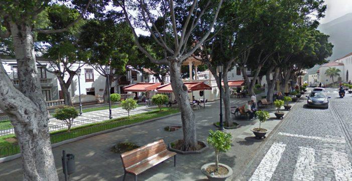 Fallece tras sufrir una parada en la Plaza de la Luz de Los Silos