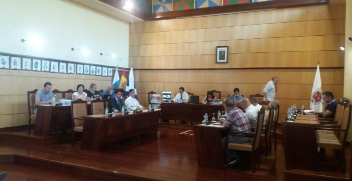 La oposición, con CC ausente, le saca los colores al Gobierno de Candelaria por la piscina