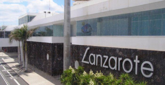 Lanza contra el suelo a su hijo de dos años en el aeropuerto de Lanzarote y otras cuatro noticias que debes conocer