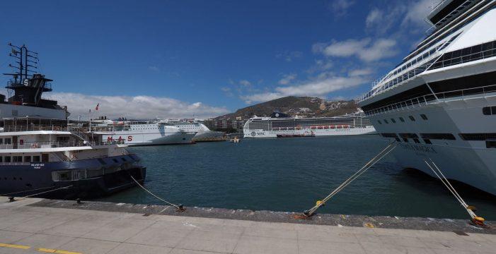 El puerto de Santa Cruz, refugio del MSC Divina ante el huracán Leslie