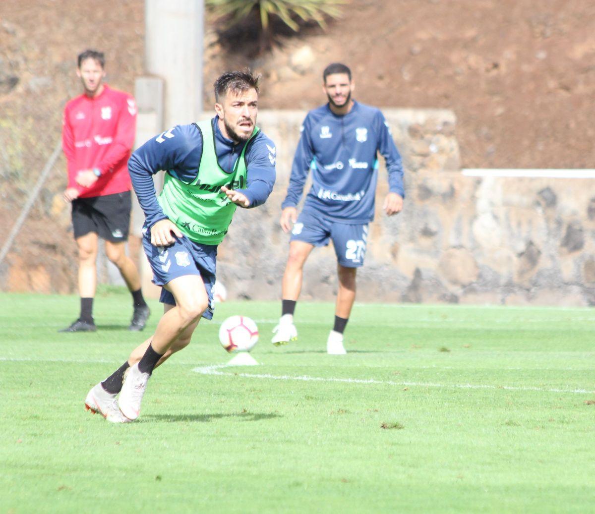 Hector Hernandez en una sesión de entrenamiento en la Ciudad Deportiva Javier Pérez. Jole Comunicaciones