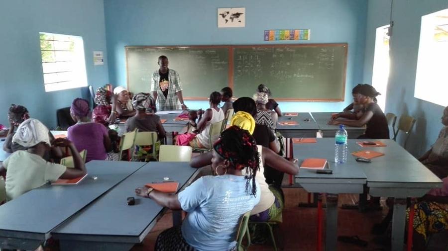 Unas 40 mujeres acuden cada día a la escuela| SC