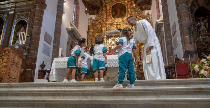 Los escolares visitan a la Virgen de Candelaria